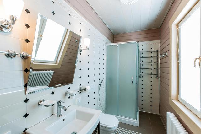 Технология скользящих креплений вделе: отделка полностью скрывает деревянные стены