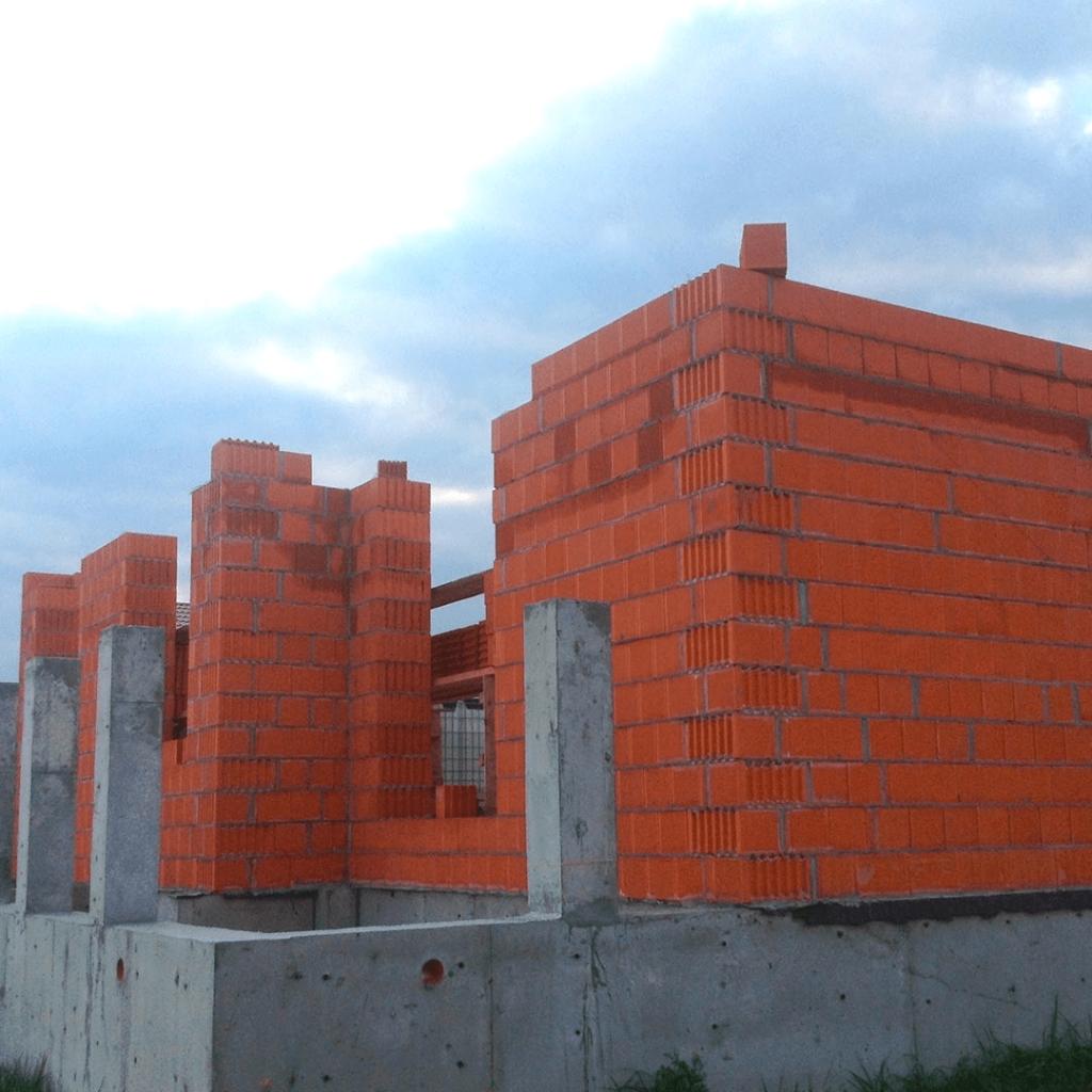 Крупноформатные блоки Porotherm: сборка стен первого этажа