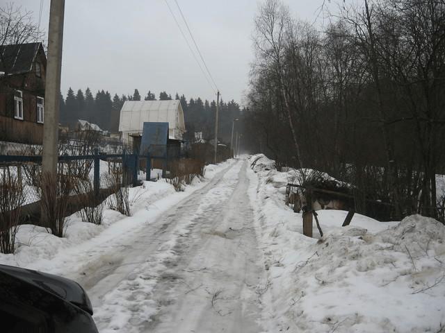 Под снегом грязь, гравий, полевая дорога и асфальт выглядят одинаково