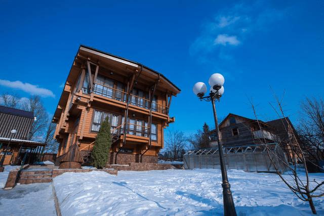 Дом по индивидуальному проекту с цоколем